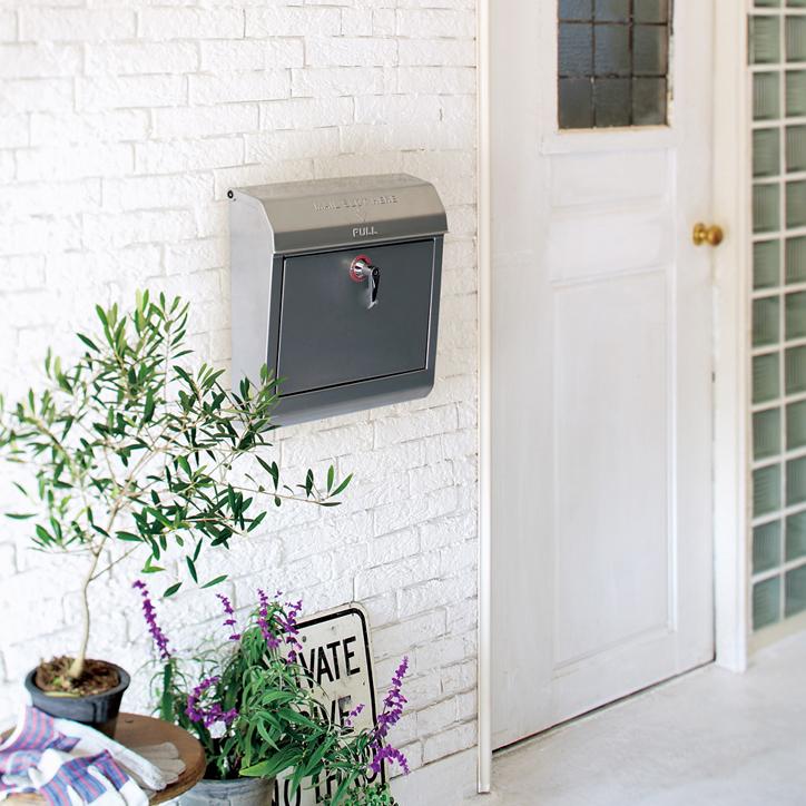 TK-2076 Mail Boxを飾った玄関