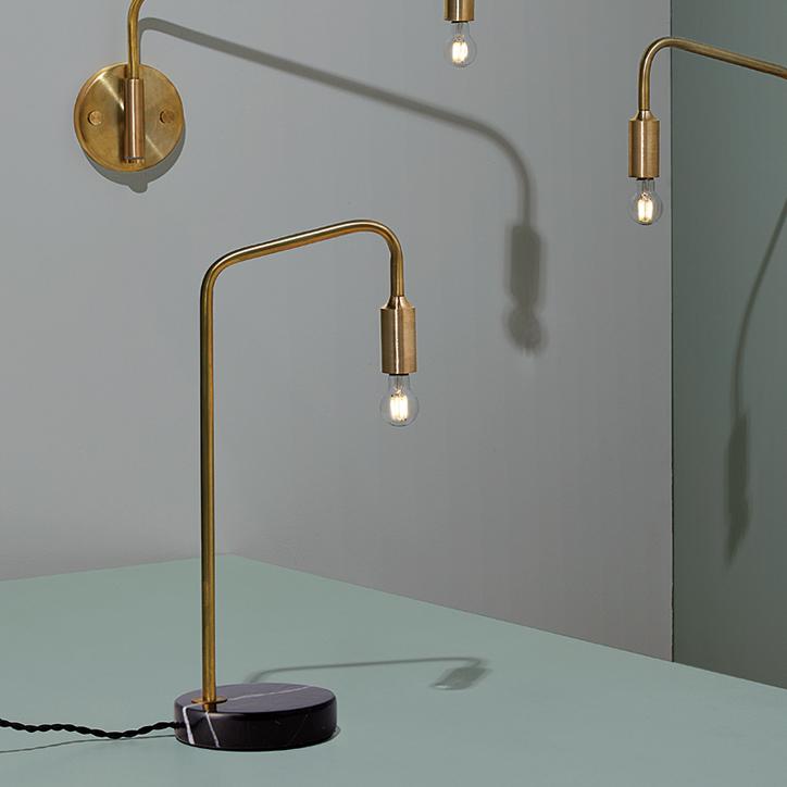 高級ホテルにありそうな AW-0521 Barcelona desk lamp バルセロナデスクランプ