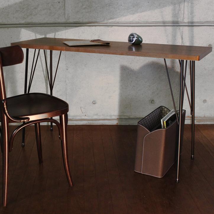 感性次第で多用途で使える。AT-1240 ブルノワークテーブル