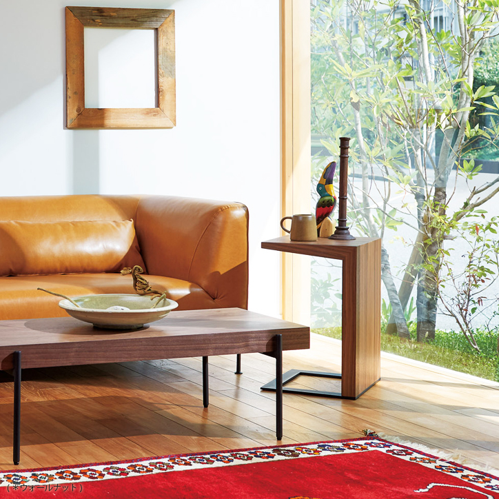 無駄な装飾・意匠の無いシンプルモダンなLT-58-W サイドテーブル