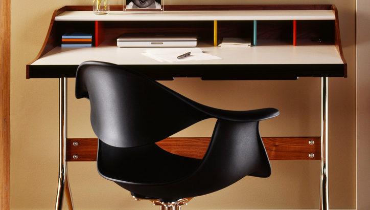 彫刻の様なデザインを具現化したネルソンスワッグレッグデスク