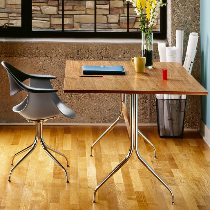 ネルソンスワッグレッグワークテーブルは2つの天板からお選び頂けます