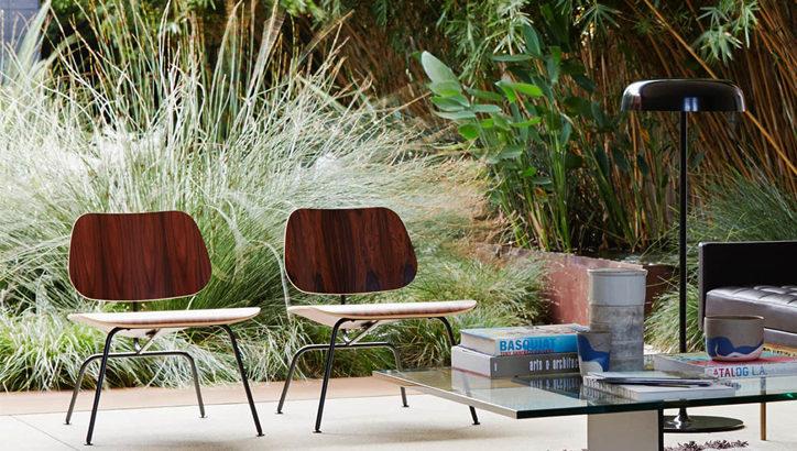 満さん愛用の椅子。イームズのプライウッドラウンジチェア LCM